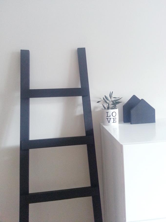 escalera madera negra