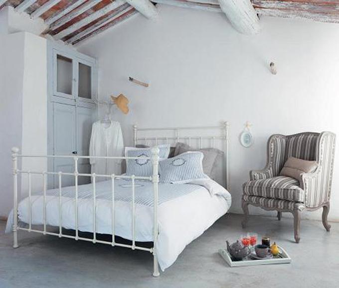 Las camas de forja tambi n son bonitistas bonitismos for Mesillas de forja ikea