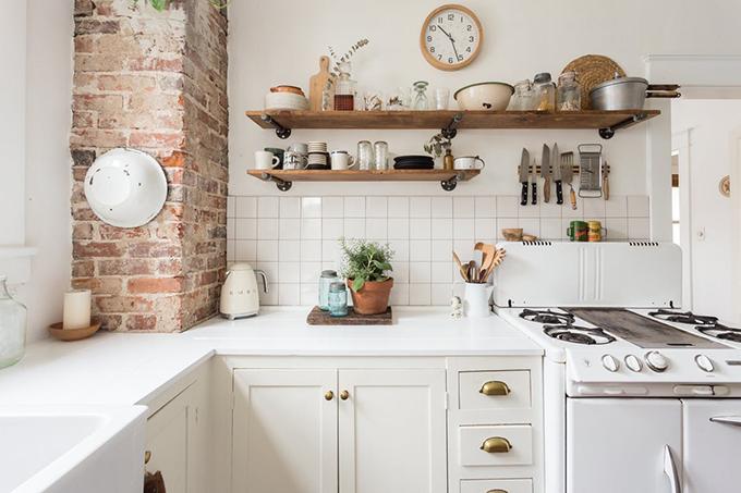 Una casa en nashville la casa amorosa de kaitie moyer Gabarit pour charniere meuble cuisine rustique